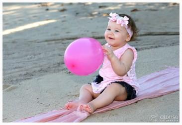 Luize, 1 ano, primeiro dia de praia. Book bebê