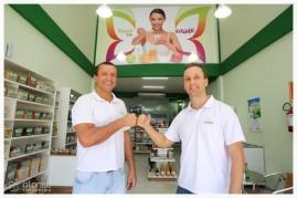 Alan e Flávio, sócios proprietários desta loja da ProSaúde. R. Lauro Linhares, 993. Trindade. Fotografia empreendedores, Florianópolis