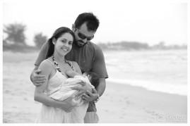 Sarah, Eduardo e Lara. Foto familiar na praia, Florianópolis