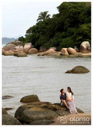 Débora e Mauricio - Book gestante na praia em Florianópolis