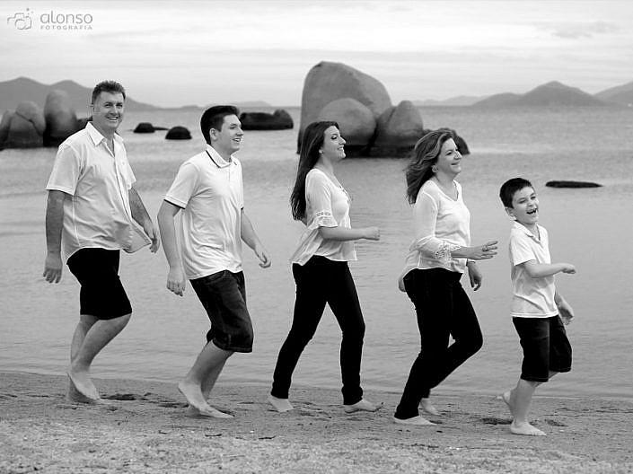 Ensaio familiar na praia em florianopolis