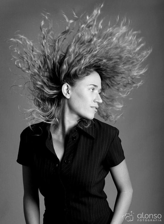 cabelo em movimento ensaio feminino em estudio