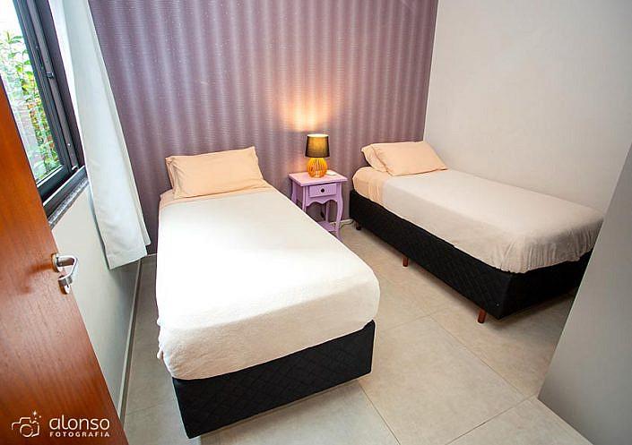 Quarto com duas camas Barra Holiday Apartamentos