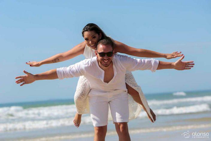 poses ensaio casal na praia